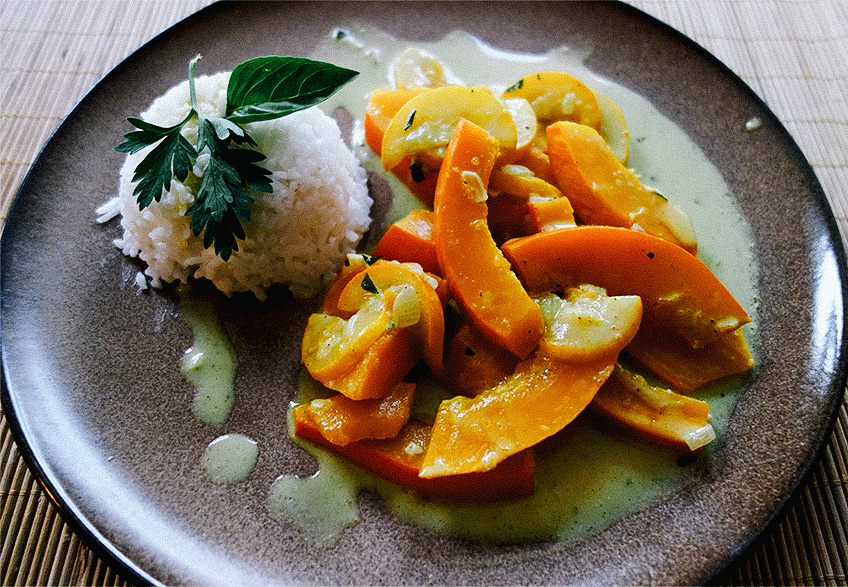 Vegane Kürbis-Zucchini-Pfanne in Kokosmilch