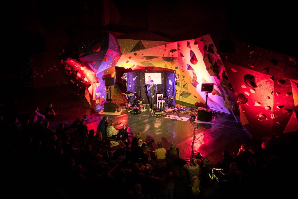 Me and Oceans beim Leipzig Konzert in der Kosmos Boulderhalle