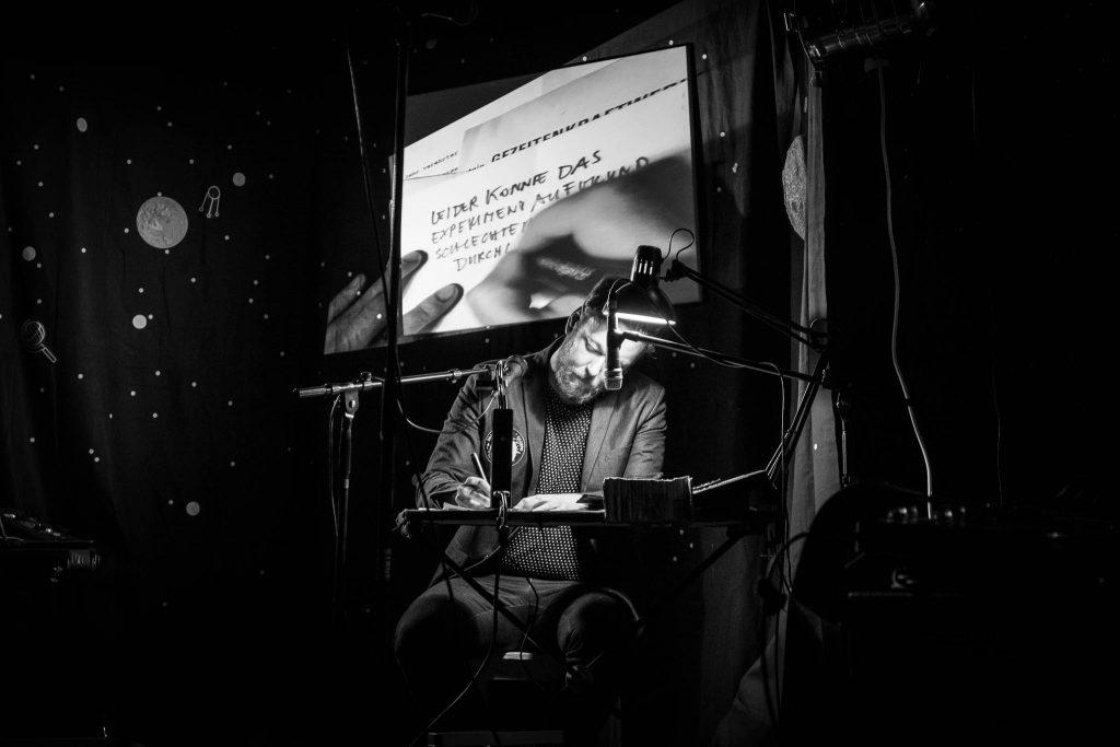 Me and Oceans Konzert Kosmos Boulderhalle Fabian Schuetze Bild: Toni Propeller