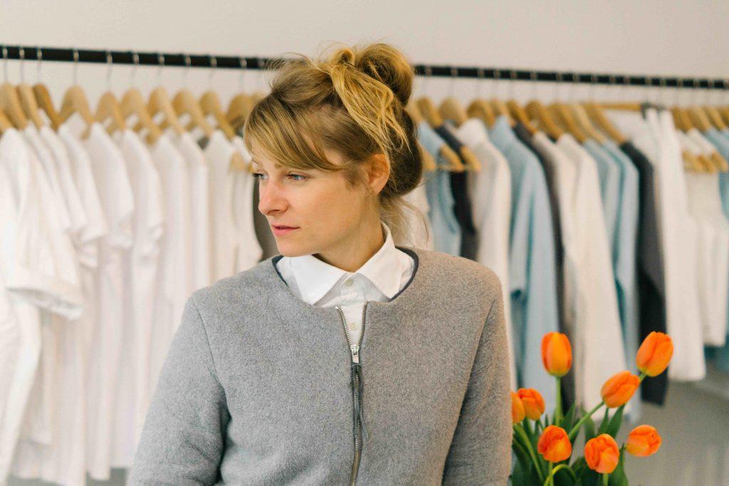 Designerin Anne Trautwein von luxaa in ihrem neuen Store in Leipzig.