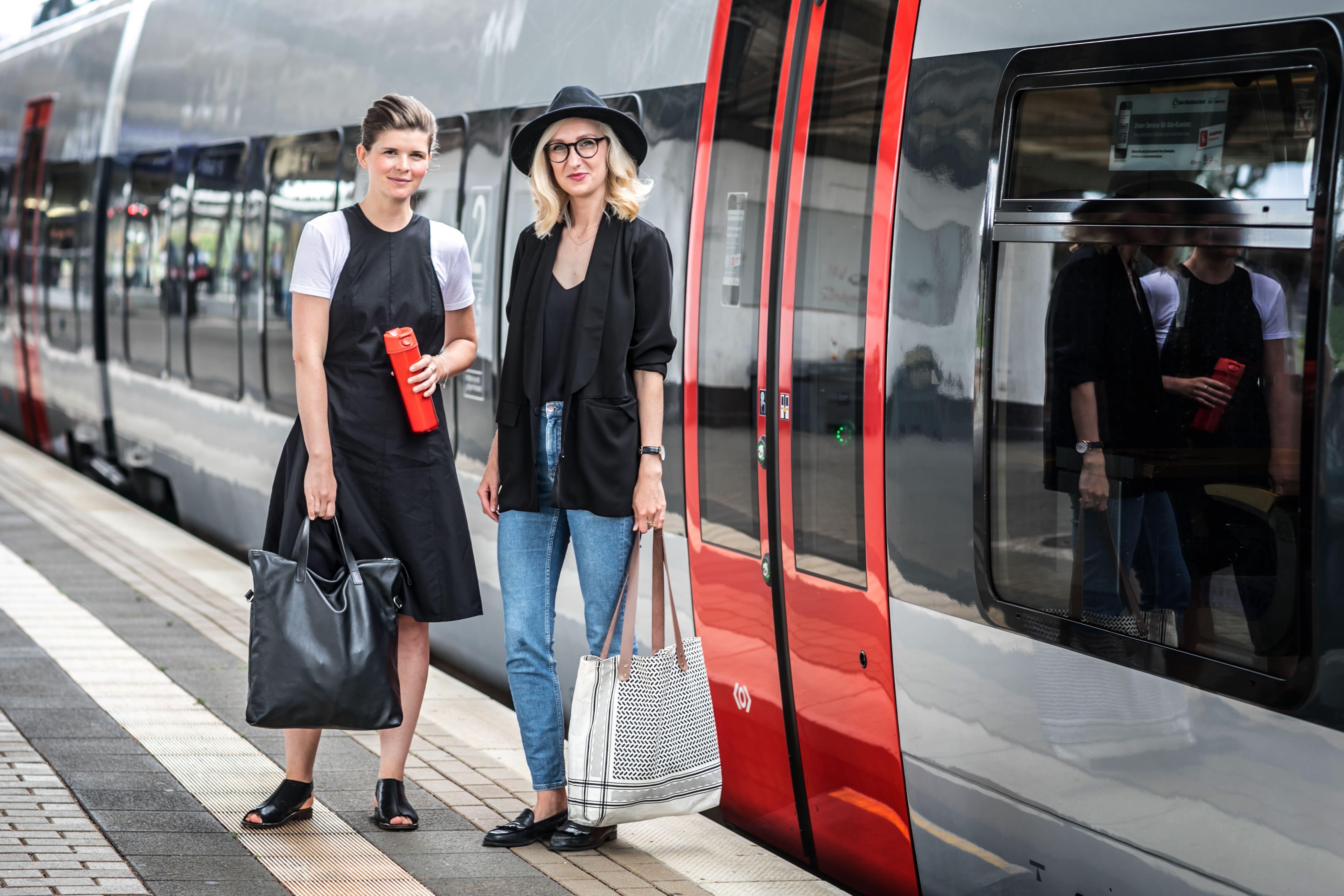 Eine Zugfahrt mit Designerin Maria Seifert.