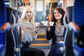 Eine Zugfahrt mit Porzellankünstlerin Susan Heise